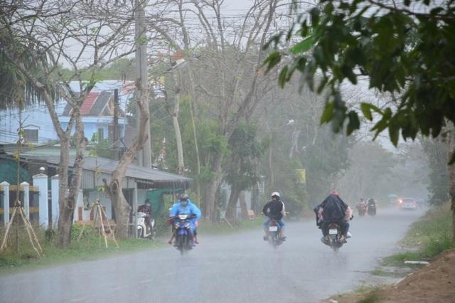 Ngày thứ 4 liên tiếp, Sài Gòn có mưa trái mùa cực lớn - 9