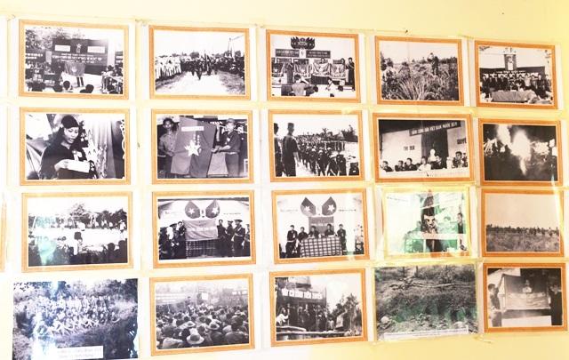 Một số hình ảnh tư liệu được trưng bày trong nhà thờ cúng liệt sĩ.
