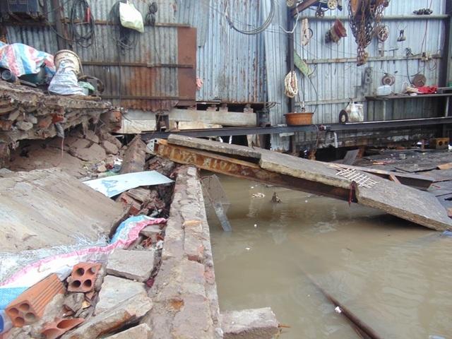 Sạt lở liên tiếp xảy ra khiến đời sống người dân nhiều địa phương ở Cà Mau bị ảnh hưởng. Trong ảnh là sạt lở tại thị trấn Năm Căn (huyện Năm Căn) vào ngày 30/5 vừa qua.