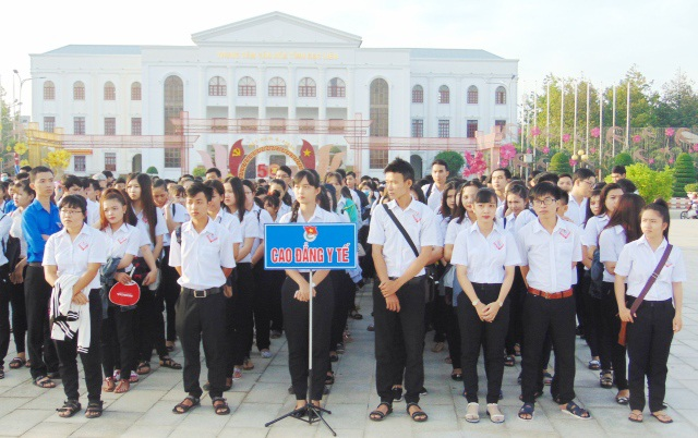 Đông đảo học sinh, sinh viên Bạc Liêu tham dự ngày hội Thanh niên với văn hóa giao thông năm 2017.