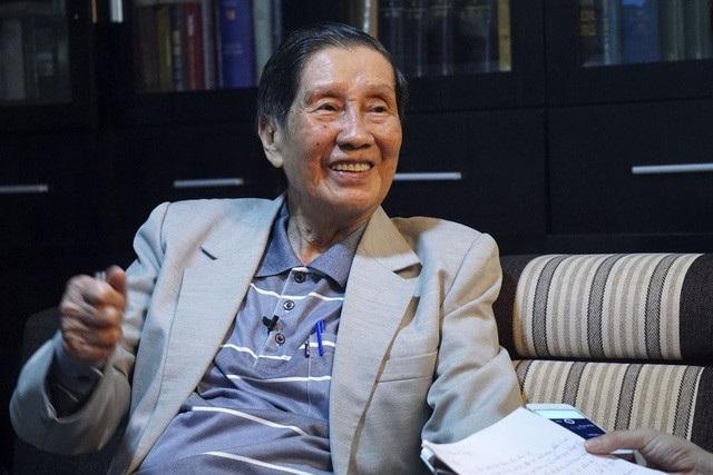 """Bài hát đầu tiên viết về Hà Nội 12 ngày đêm chiến đấu là """"Hà Nội – Điện Biên Phủ trên không"""" của nhạc sĩ Phạm Tuyên."""