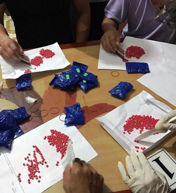 Gần 6.000 viên hồng phiến bị thu giữ