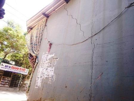 Tình trạng nứt nhà đã xảy ra với một số hộ dân đường Bùi Thị Xuân