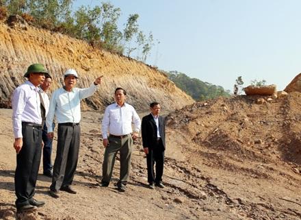 Bí thư Tỉnh ủy Nguyễn Văn Đọc cùng đoàn công tác đi thị sát dự án chậm tiến độ 12 năm và yêu cầu phải dừng dự án này. Nhưng UBND tỉnh Quảng Ninh lại tiếp tục giao sai phép.
