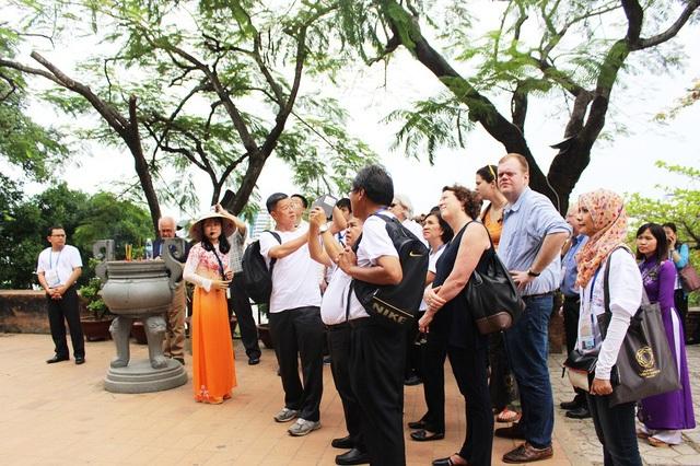 Các đại biểu APEC được tổ chức tham quan điểm đến ở Nha Trang trong thời gian diễn ra SOM 1 ở đây
