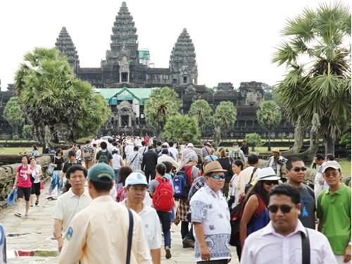 Liên tiếp trong 8 năm qua, Việt Nam đứng đầu bảng về lượng du khách tới Campuchia (Ảnh: Baocongthuong)