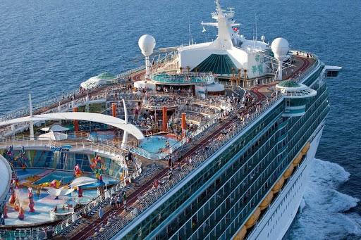 Có gì bên trong chiếc siêu du thuyền giá gần trăm triệu cho mỗi chuyến đi - 2