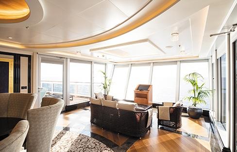 Bên cạnh cabin hành khách, một không gian nữa không thể bỏ qua khi nhắc đến các siêu du thuyền chính là hệ thống phòng ăn và phòng dạ tiệc. Được biết, ở trên Seven Seas Explorer có đến 7 phòng tiệc lớn với sức chứa trung bình khoảng 100 thực khách.
