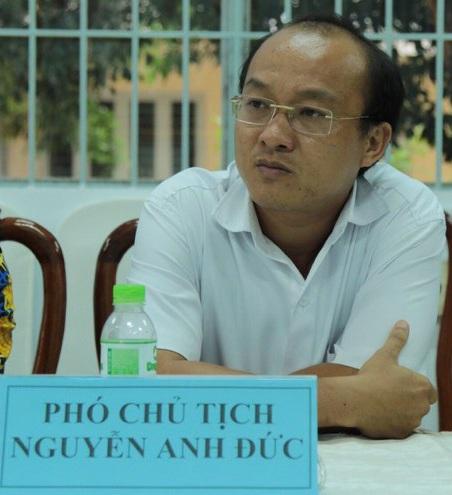 Lãnh đạo UBND huyện Cần Giuộc tiếp nhận thông tin từ Báo Dân trí và hứa sẽ thông tin trả lời sớm nhất.