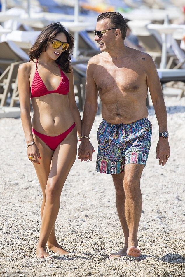 Duncan Bannatyne, 68 tuổi đưa vợ trẻ đẹp Nigora, 37 tuổi đi nghỉ tuần trăng mật tại Croatia ngày 27/7 vừa qua. Cặp đôi kết hôn hôm 3/6 vừa qua tại Bồ Đào Nha