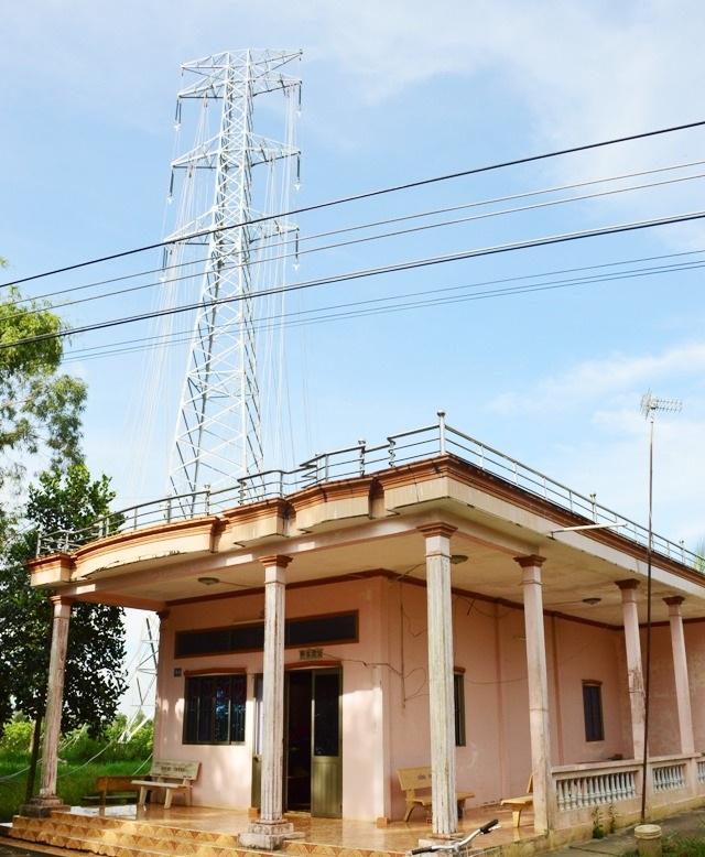 Đường dây điện 220kV sẽ vắt ngang nhà bà Phấn.