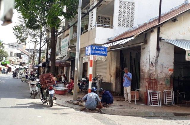 Vỉa hè đường hải Thượng Lãn Ông (quận Ninh Kiều) bị lấn chiếm