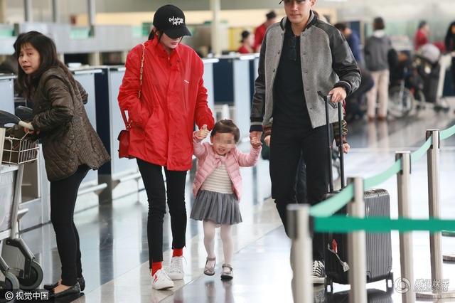 Hình ảnh gia đình hạnh phúc của Dương Mịch và Lưu Khải Uy nhận được sự ủng hộ và quan tâm đặc biệt của fan.