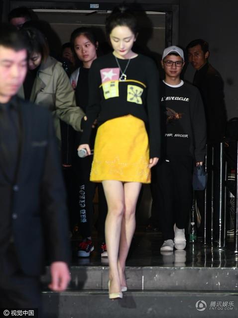 Dương Mịch diện váy ngắn, giày cao gót sau tin đồn mang bầu lần hai - 5