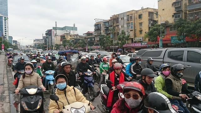 Hà Nội: Đường Nguyễn Chí Thanh bất ngờ ùn tắc kéo dài - 2