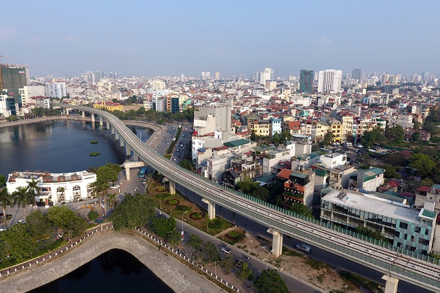 Cát Linh - Hà Đông là tuyến đường sắt trên cao đầu tiên của Hà Nội nói riêng và Việt Nam nói chung (ảnh: Mạnh Thắng)