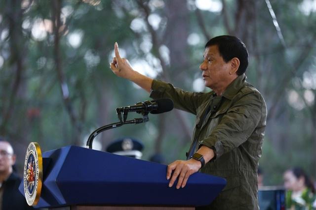 Tổng thống Philippines đeo một chiếc đồng hồ Apple (Ảnh: Rappler)