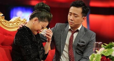 """Ngay khi nghệ sĩ Duy Phương lên tiếng phản đối mạnh mẽ trên các báo về nội dung chương trình liên quan đến mình sai sự thật, HTV đã chỉ đạo gỡ talk show """"Sau ánh hào quang"""" tập 10 với khách mời Lê Giang."""