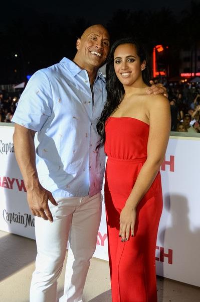 Vua bọ cạp Dwayne Johnson đưa con gái xinh đẹp Simone cùng dự công chiếu phim