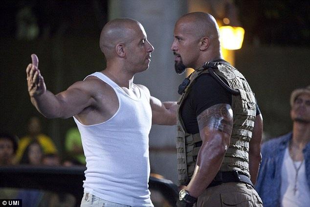 Vin Diesel được cho là luôn đến muộn trong những ngày bộ phim The Fate Of The Furious thực hiện. Anh cũng tới muộn trong ngày thực hiện cảnh quay cuối với Dwayne The Rock Johnson khiến sau đó nam diễn viên từng thủ vai Vua bọ cạp trong bộ phim cùng tên đã phải lên trang cá nhân của mình than thở rằng anh không thể chịu được bạn diễn nam của mình