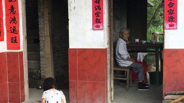 Một căn nhà ở làng Laoya, nơi được mệnh danh là làng ế vợ
