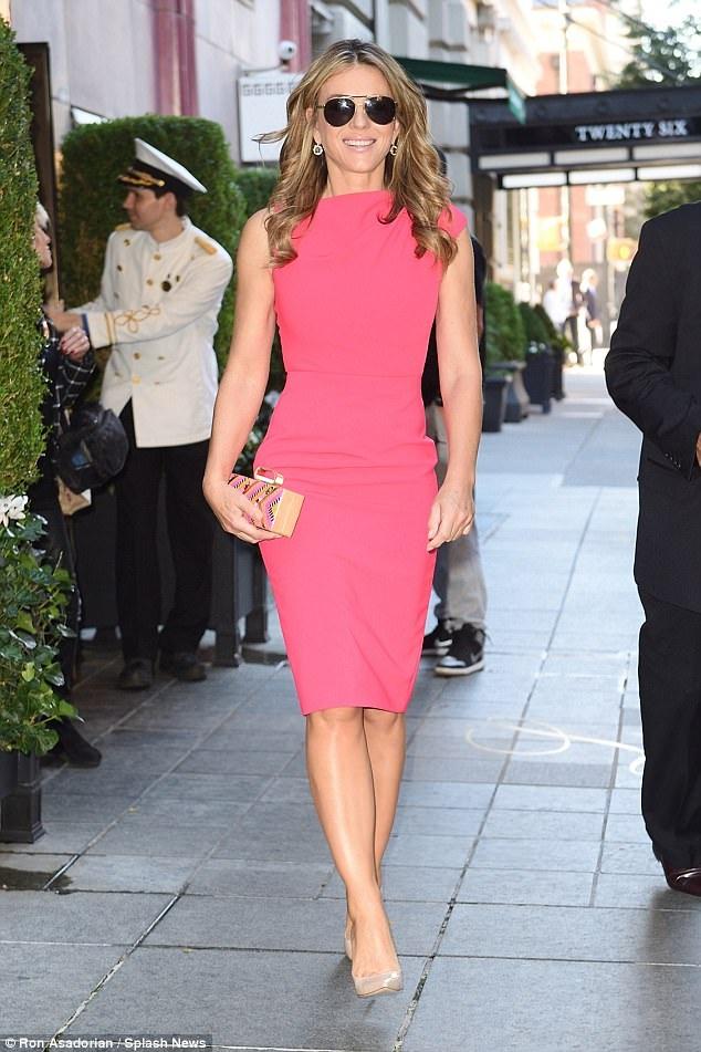 Elizabeth Hurley rạng rỡ dự sự kiện tại Anh ngày 4/10 vừa qua trong bộ váy hồng thanh lịch và tinh tế