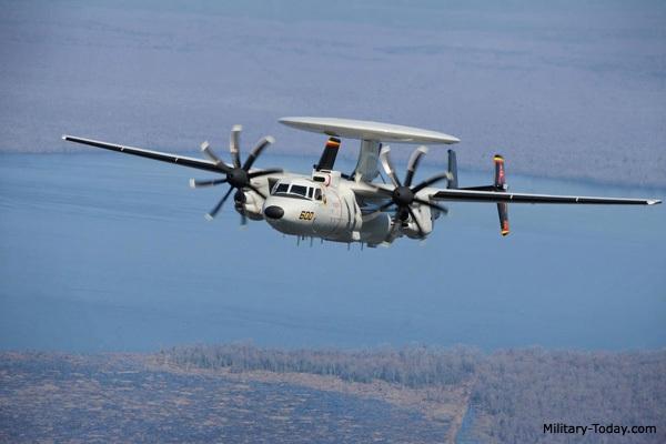 E-2D Advanced Hawkeye là máy bay cảnh báo sớm hiện đại nhất của hải quân Mỹ (Ảnh: Military-Today)