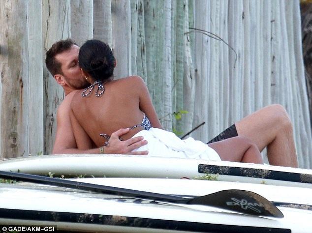 Siêu mẫu Brazil hạnh phúc bên bạn trai - cầu thủ bóng rổ Jared Homan, 33 tuổi.