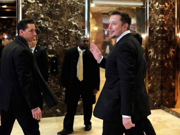 Thậm chí Musk không dành quá nhiều thời gian cho bữa ăn của mình. Musk thường ăn bữa trưa ngay trong cuộc họp và ăn ngấu nghiến để kết thúc bữa ăn chỉ trong 5 phút.