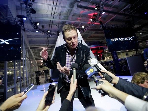 Thứ 7 Elon Musk có thể làm việc tại SpaceX hoặc Tesla và chủ nhật là thời gian nghỉ ngơi ngắn ngủi trong tuần của vị tỷ phú này.