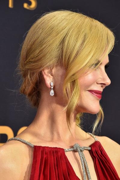 Người đẹp kiều diễm khoe sắc trên thảm đỏ lễ trao giải Emmy - 12