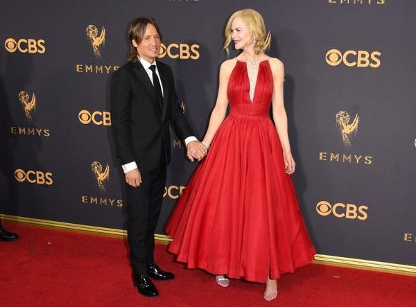 Người đẹp kiều diễm khoe sắc trên thảm đỏ lễ trao giải Emmy - 15