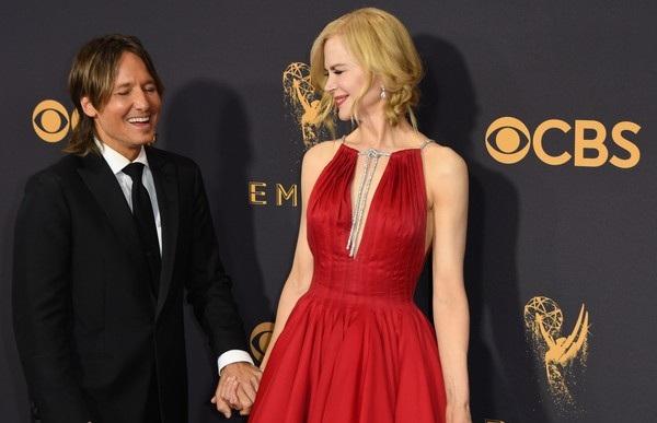 Người đẹp kiều diễm khoe sắc trên thảm đỏ lễ trao giải Emmy - 16