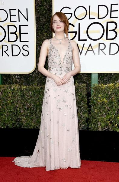 ngôi sao 28 tuổi diện váy Valentino, đeo nữ trang Tiffany and Co