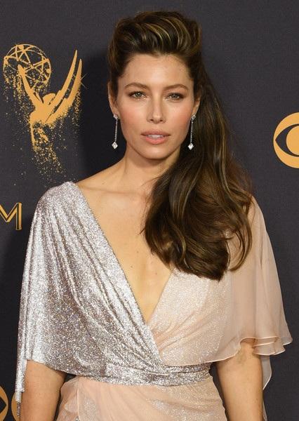 Người đẹp kiều diễm khoe sắc trên thảm đỏ lễ trao giải Emmy - 20