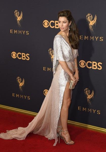 Người đẹp kiều diễm khoe sắc trên thảm đỏ lễ trao giải Emmy - 21