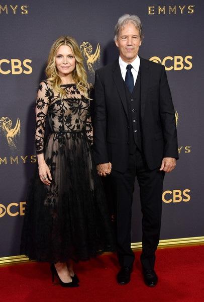 Michelle Pfeiffer sánh đôi bên chồng David E. Kelley
