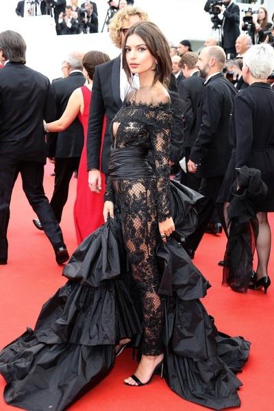 Siêu mẫu diện váy xuyên thấu tại Cannes - 14