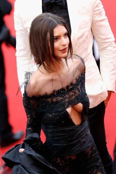 Người mẫu cao 1,7m là một trong những khách VIP của LHP Cannes