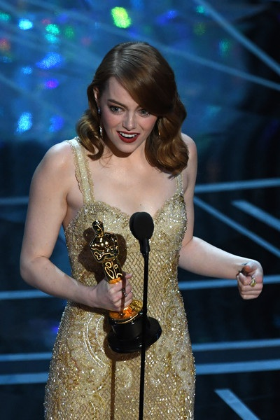 Emma Stone giành giải Oscar năm 2017 dành cho Nữ diễn viên chính xuất sắc nhất.
