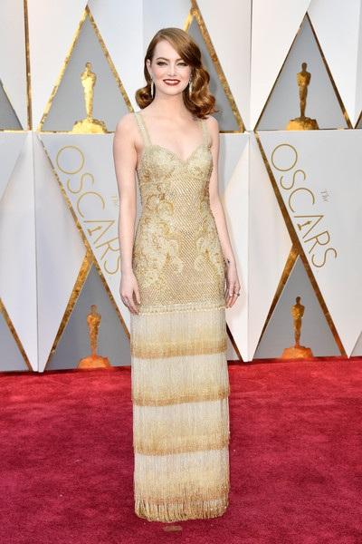 Emma Stone thanh lịch xuất hiện trên thảm đỏ Oscar năm nay. Cô được đề cử ở hạng mục vai nữ chính xuất sắc nhất với phim La La Land
