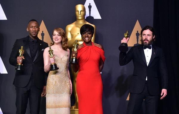 Từ trái qua: Mahershala Ali, Emma Stone, Viola Davis, Casey Affleck - 4 sao giành chiến thắng lớn tại lễ trao giải Oscar năm nay