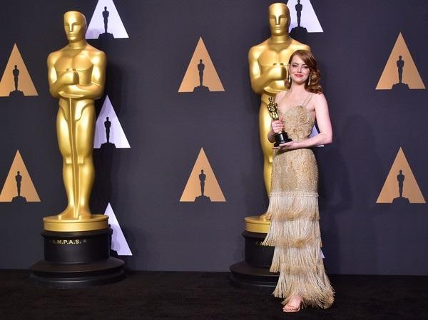 Cô đã nhận được tượng vàng cho vai nữ chính xuất sắc nhất với diễn xuất trong phim La La Land