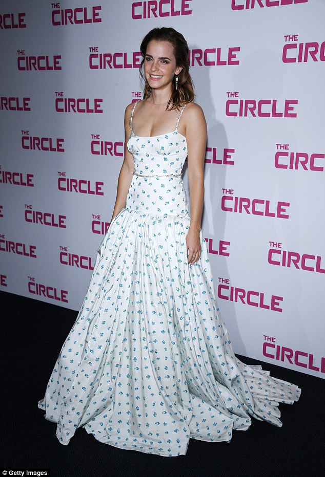 Emma Watson rạng rỡ dự công chiếu phim mới The Circle tại Paris, Pháp ngày 21/6 vừa qua
