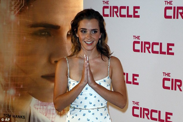Vì bộ phim này, Emma Watson đã từ bỏ vai chính trong bộ phim ca nhạc La La Land - vai diễn sau đó thuộc về Emma Stone và đã mang lại cho nữ diễn viên này giải Oscar đầu tiên trong sự nghiệp.