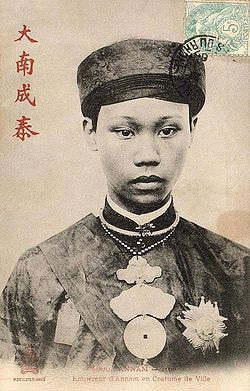 Vua Thành Thái, cháu bà Trần Thị Nga là người đã phong hiệu cho bà nội lên Đệ Nhất Phủ Thiếp và dựng lăng mộ cho bà trước khi bà mất. Tại Huế vào thời phong kiến trị vì, các vua thường cho xây dựng trước lăng mộ cho mình cũng như nhiều người thân cận