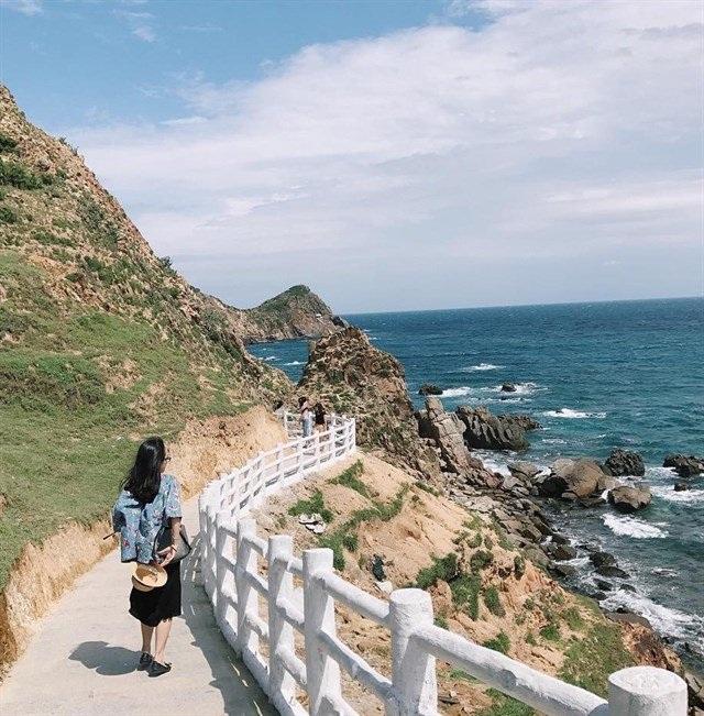 Đến với Eo Gió bạn sẽ được thả hồn trong khung cảnh bình yên với cảnh đẹp khá hoang sơ, thơ mộng. Ảnh: @panguyenn133