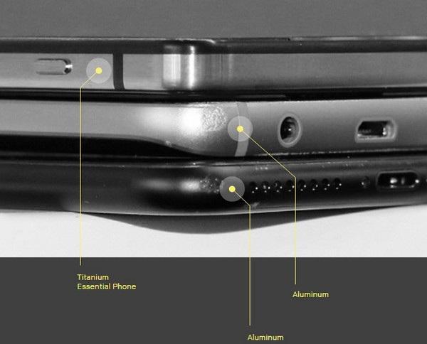 Khung viền bằng titan của Essential Phone không bị hư hại trong bài thử nghiệm thả rơi, so với khung viền bằng nhôm của các sản phẩm khác