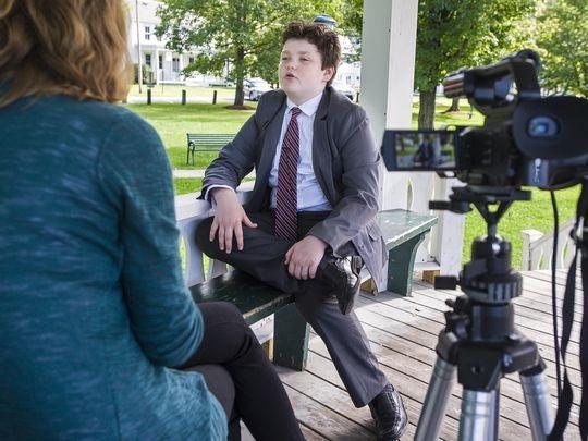 Ethan chững chạc khi trả lời phỏng vấn truyền thông (Ảnh: Free Press)