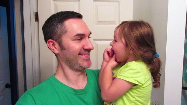 Cô bé 3 tuổi không hề ngủ, chỉ cần chợp mắt 1 tiếng mỗi đêm - 4